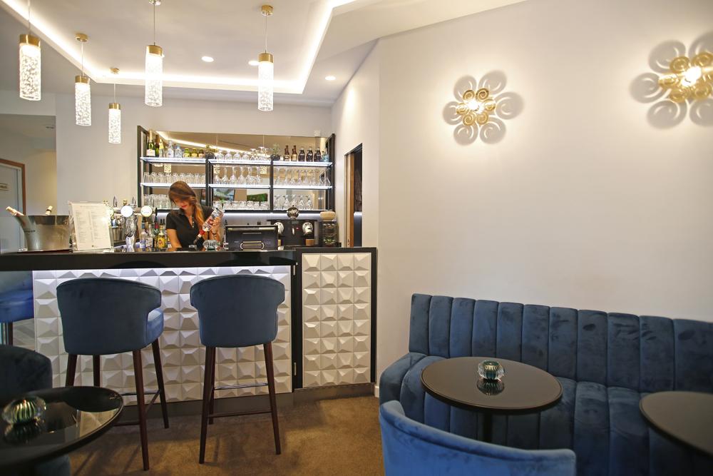 Bar et Salons de l'Hôtel Saint Christophe à Calvi : vue sur la mer et la citadelle