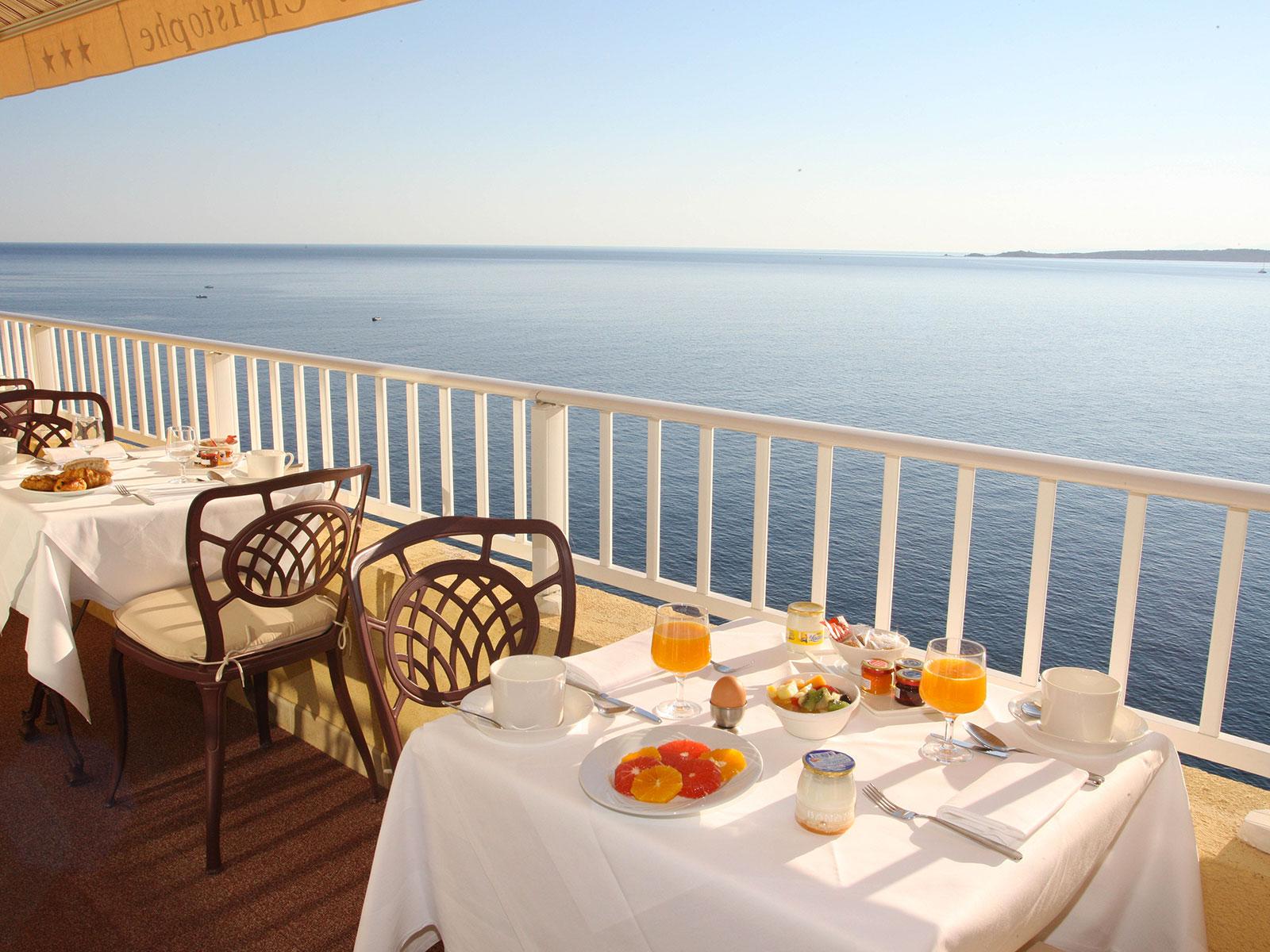 - 30 % chez Corsica Ferries : c'est le moment d'organiser votre escapade à l'Hôtel Saint-Christophe !
